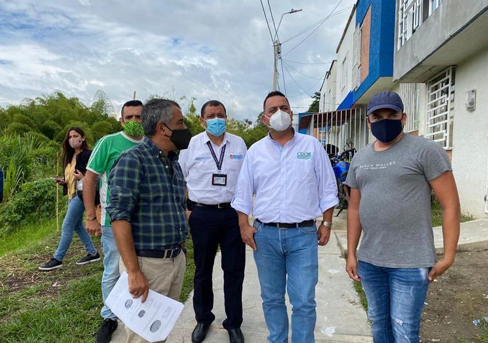 Líderes comunitarios del barrio Entre Verdes en el suroccidente de Armenia exponen a esta hora ante el director general de la CRQ